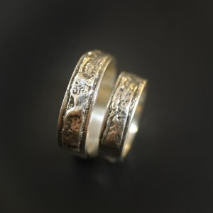 Eucalyptus Bark Wedding Ring Set Side | Silver Botanica Jewelry