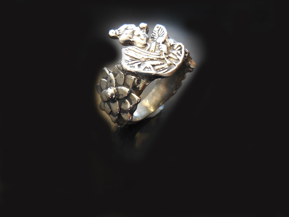 Geisha ring in a beautiful bronze ring base adjustable metal band.